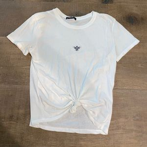 🐝BRANDY MELVILLE WHITE BEE EMBROIDERED TEE🐝